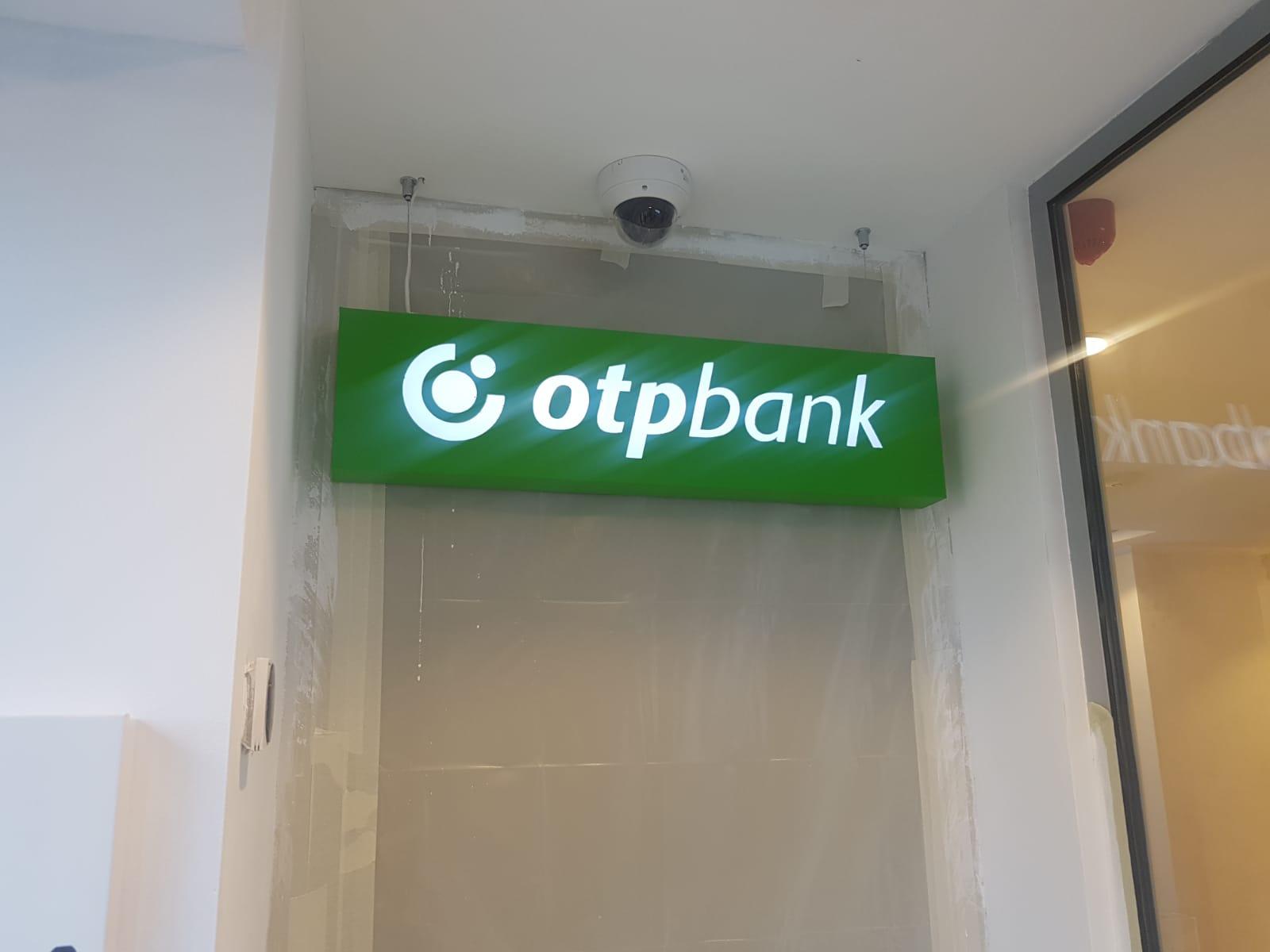 montaj-reclame-luminoase-topbank-betaalpin