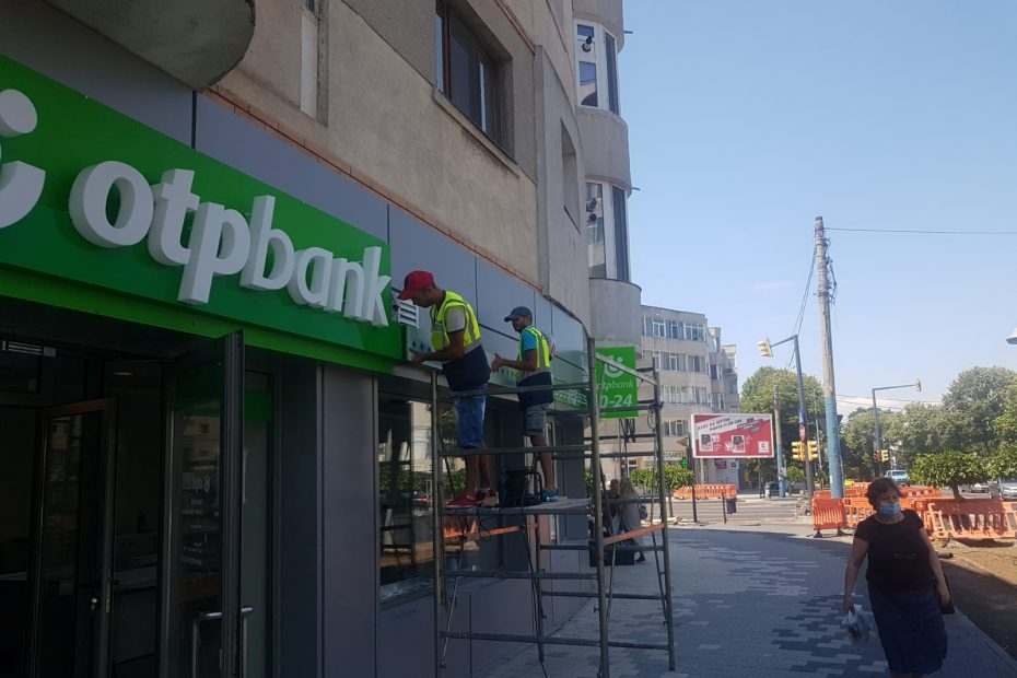 montaj-reclame-luminoase-topbank-betaalpi